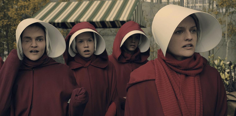 Il Racconto dell'Ancella, stagione 1 (2017): la recensione della serie tv distopica tratta dal romanzo di Margaret Atwood