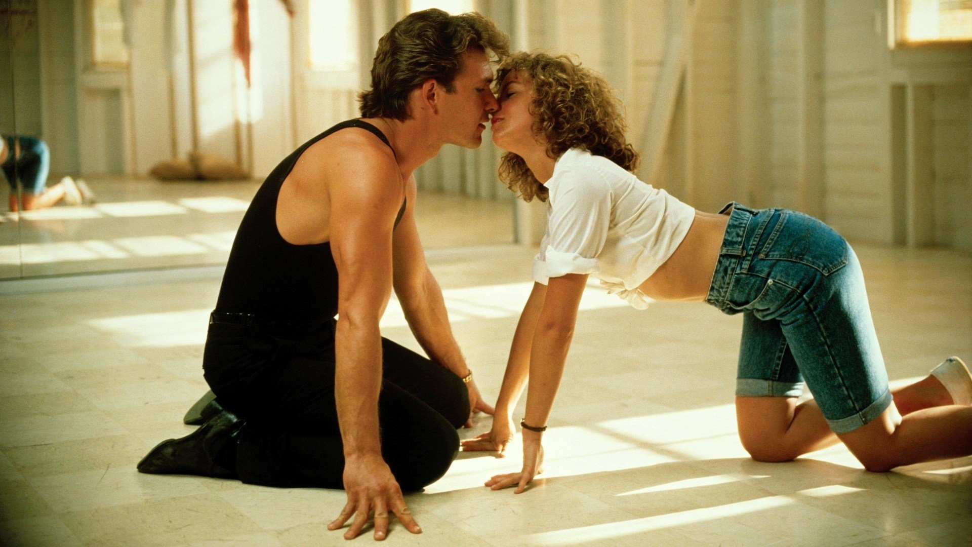 Dirty Dancing (1987), la recensione: la commedia romantica con Jennifer Grey e Patrick Swayze è un cult